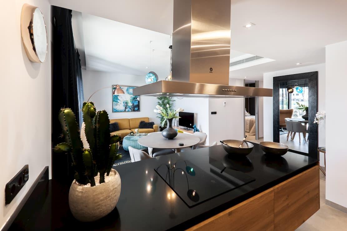 Aranżacja salonu z kuchnią